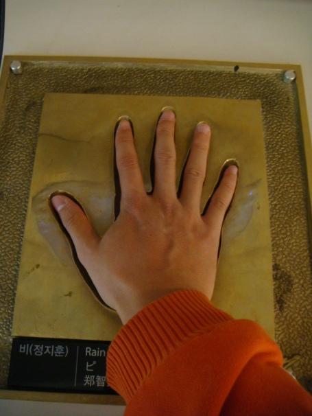 He has small hands like me